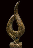 Абстрактная фигура из мрамора