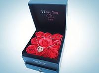 Набор I Love You: Подарочная шкатулка с мыло-роза ручной работы; Кулон I Love You на 100 языках мира, фото 3