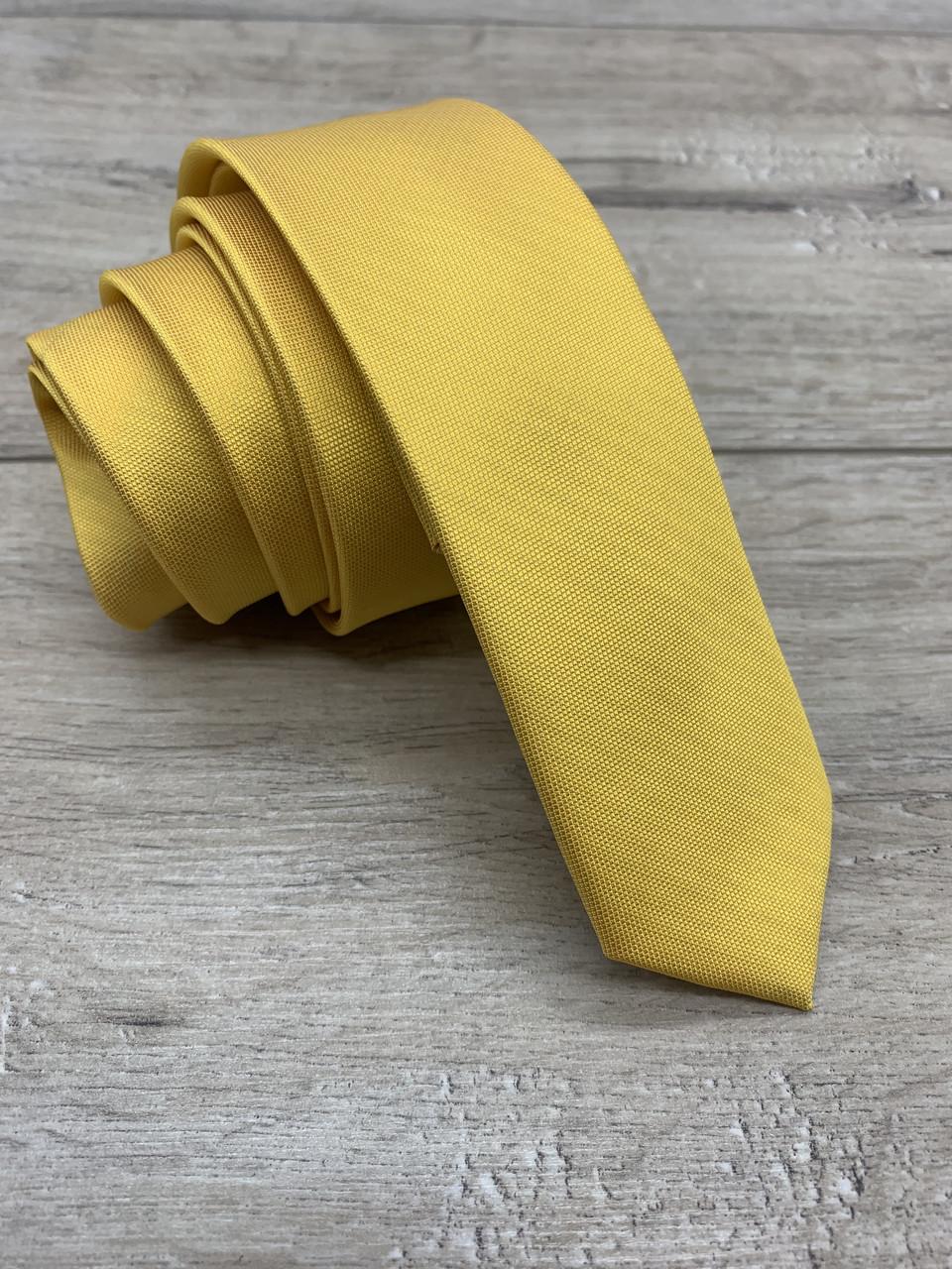 Галстук желтый узкий