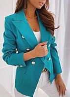 Женский пиджак на пуговицах