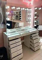 Гримерный стол для визажиста с высоким зеркалом со столешницей-витриной, цвет - белый