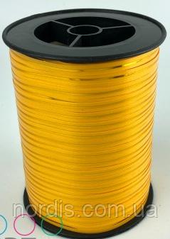 Лента для воздушных шаров и подарков желтая с золотой полосой.Продаем от 1 метра.