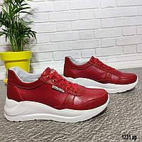 Красные кожаные женские кроссовки