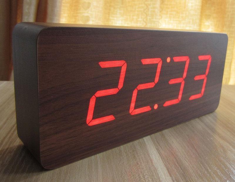 Часы электронные настольные (под дерево) 1294 с красной подсветкой