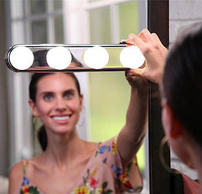 🔝 Подсветка на зеркало для макияжа, Studio Glow, 4 лампы, Металлик, беспроводной светильник для зеркала 🎁%🚚
