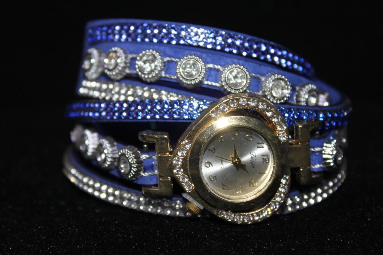 Бесподобные женские часы в форме сердца на длинном синем ремешке с камнями