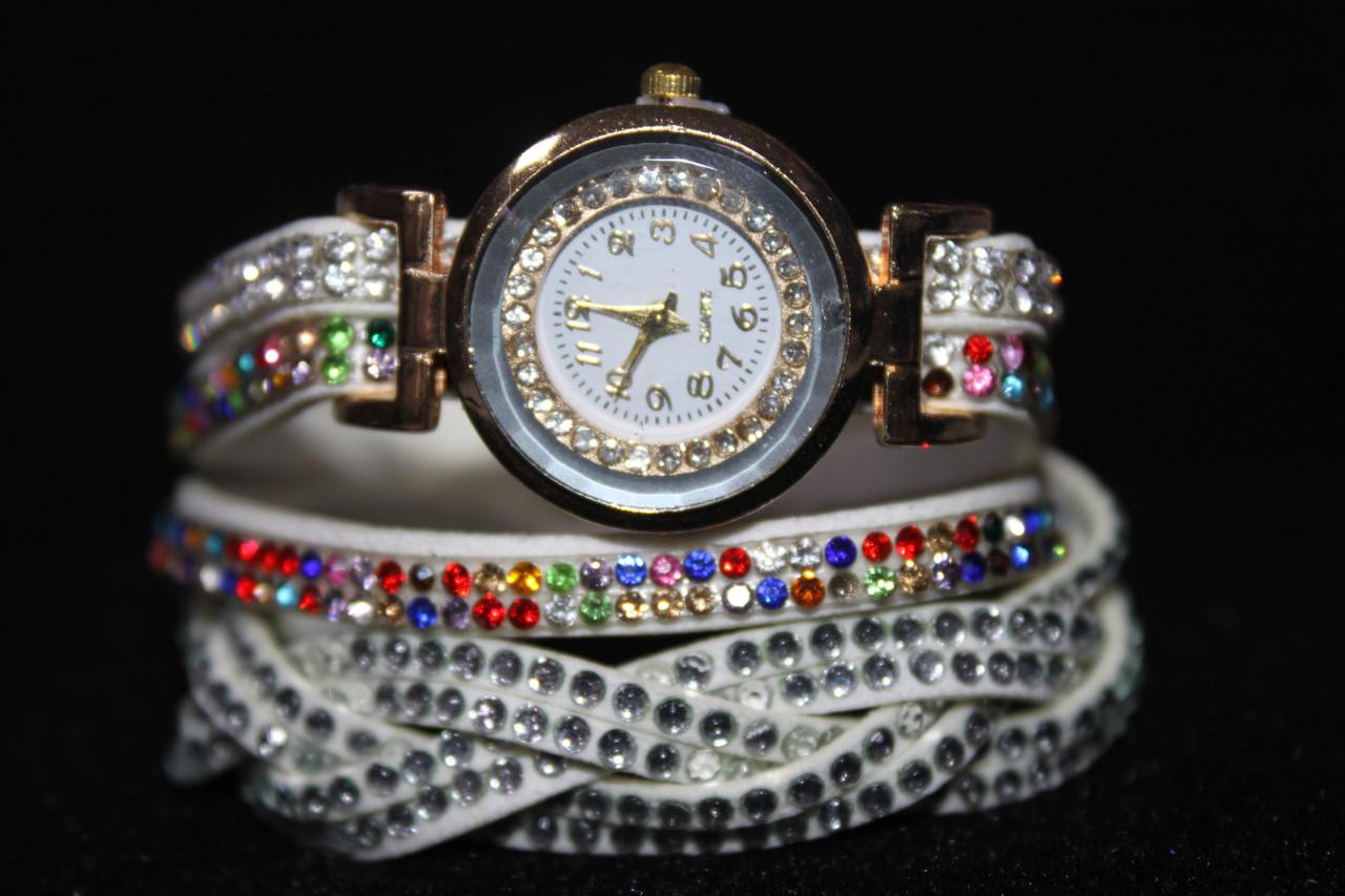 Роскошные золотистые часы намотка длинный белый ремешок с разноцветными камнями