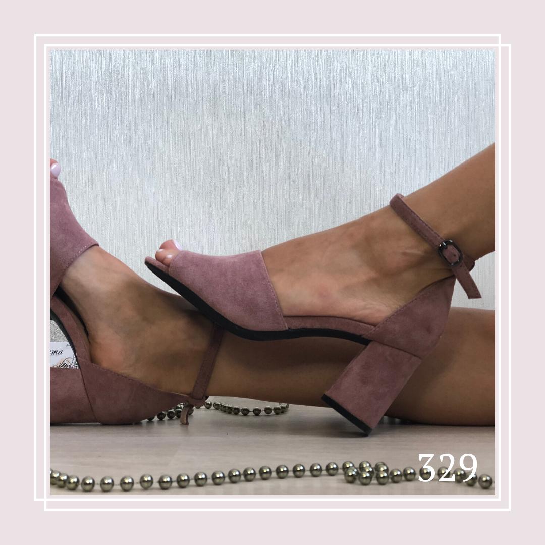 Женские босоножки на маленьком устойчивом каблуке, темная пудра замша