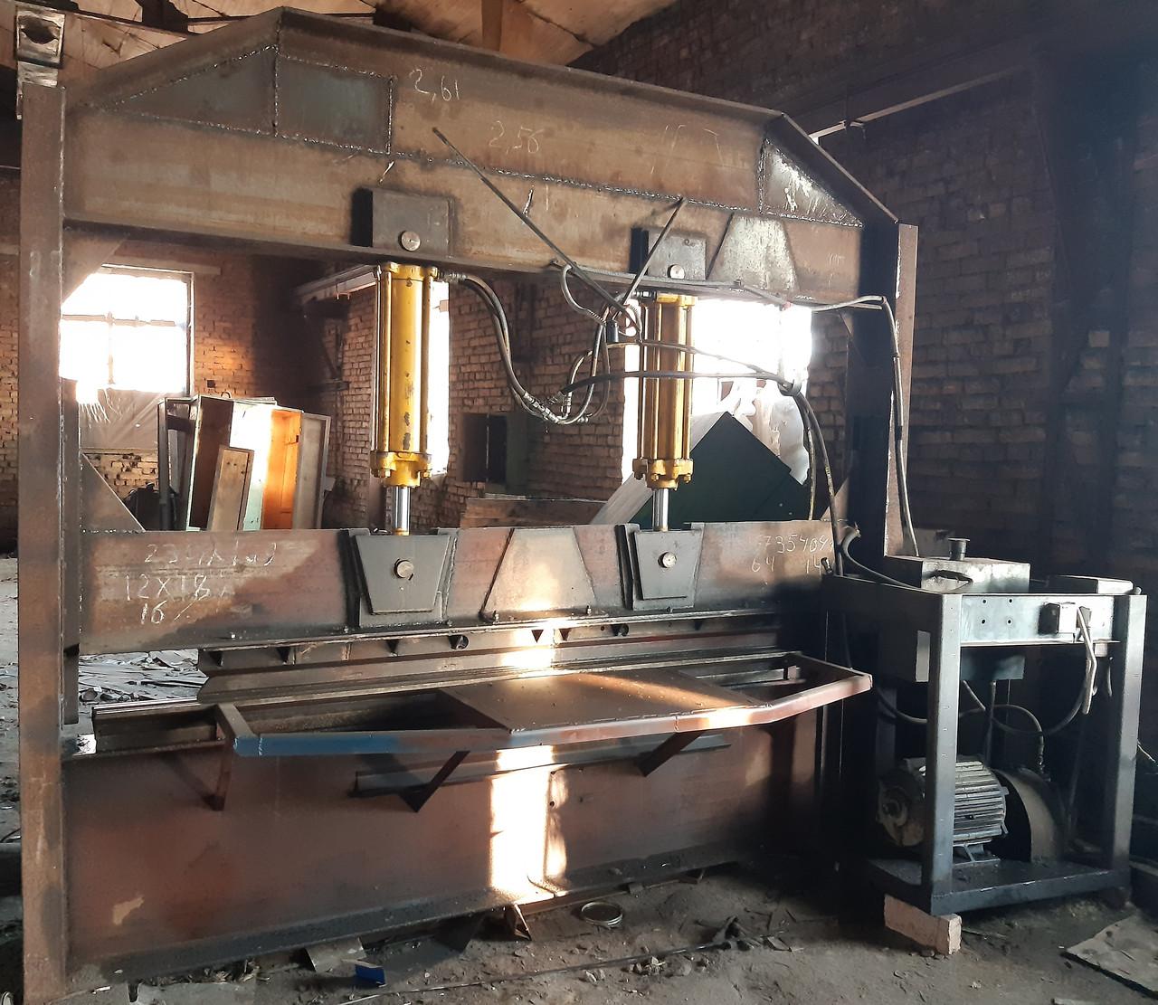 Станок для гибки листового металу власного виробництва б/у.