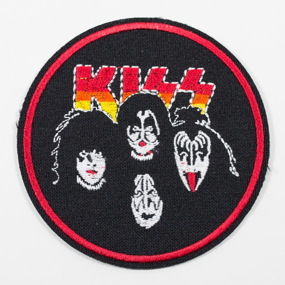Нашивка с вышивкой KISS 3 лица круг