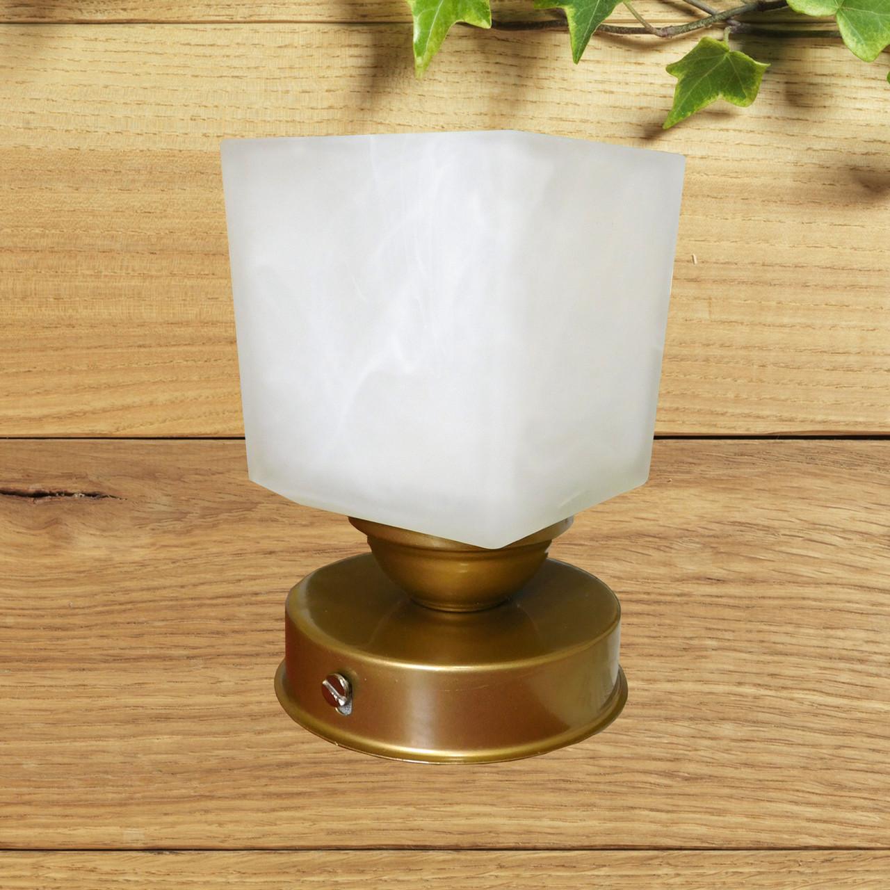 Потолочный светильник, минимализм, стандартный цоколь, золотистый цвет, квадратный плафон