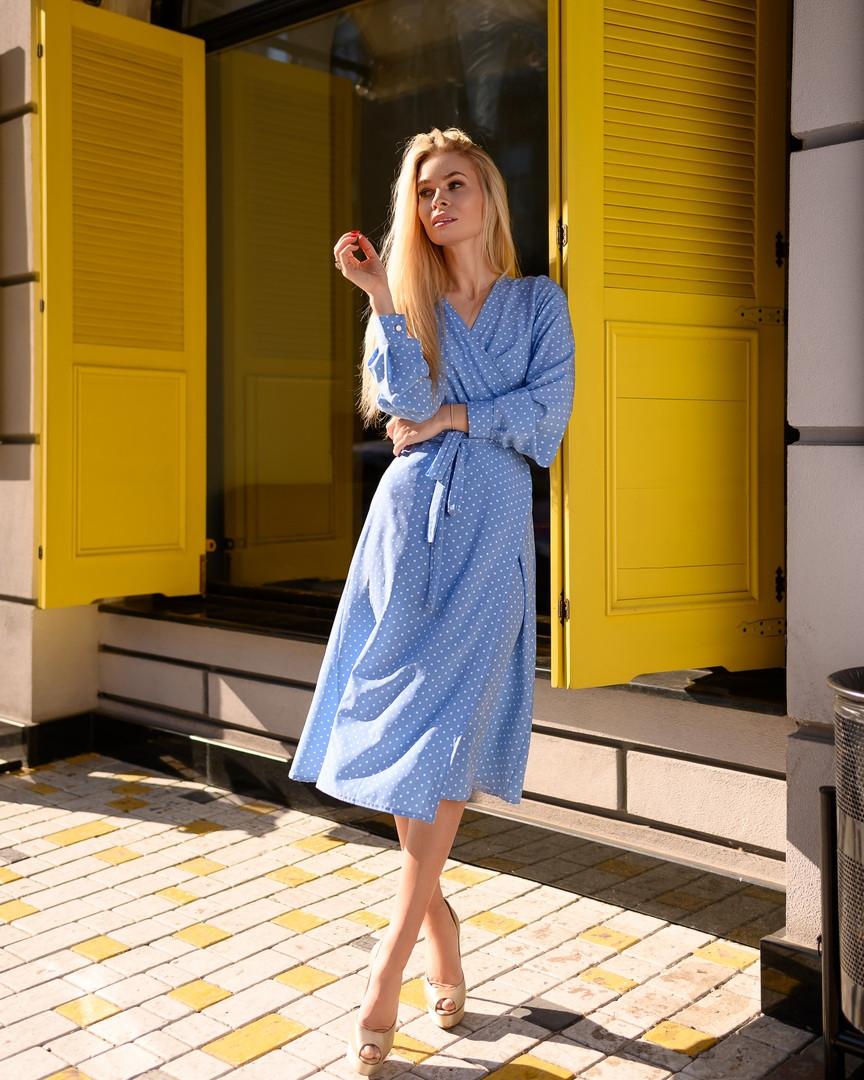 Легкое летнее платье на запах, (48-50рр), миди, за колено, принт горошек на голубом