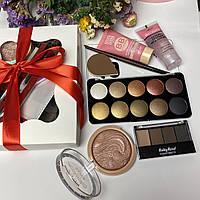 Набор декоративной косметики в подарочной упаковке