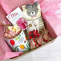 Подарок для девушки, подруги с чашкой и сережками
