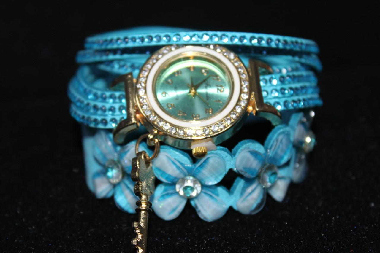Бесподобные женские часы намотка длинный голубой ремешок