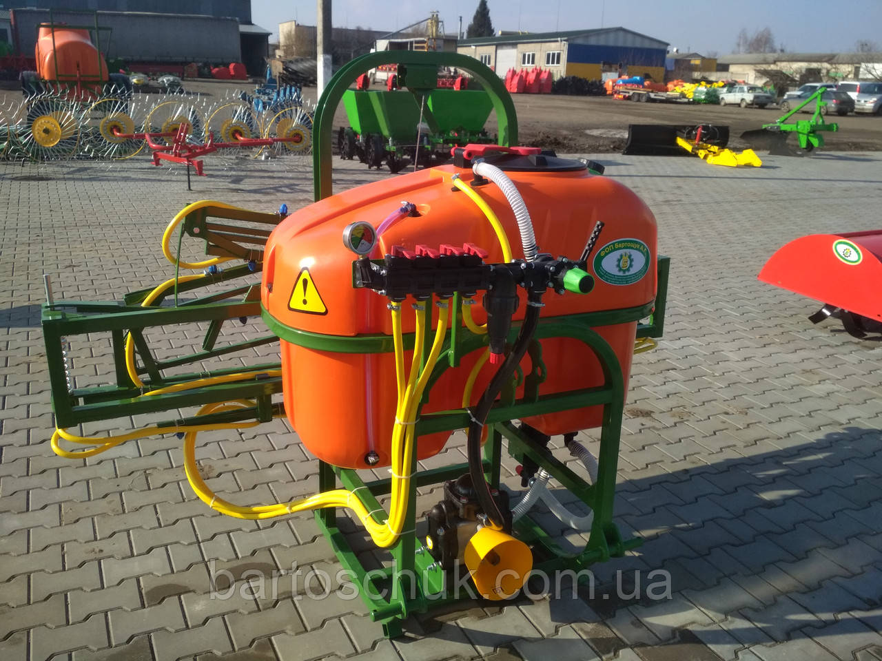 Обприскувач навісний ОГН-300/10м / 300/12м