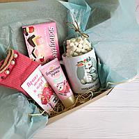 Подарок для мамы на 8 марта с чашкой, носочками, кремом