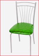 Серебристый каркас и зеленый материал оббивки сидения