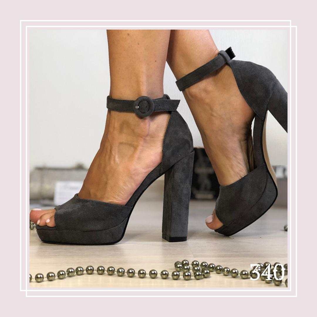 Женские босоножки на высоком каблуке и платформе серая замша, закрытая пятка