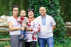 Улюблені клієнти компанії МальваОпт в чоловічій і жіночій футболці з орнаментом!