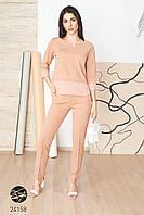 Женский брючный костюм с блузой бежевого цвета. Модель 24158. Размеры 42-62., фото 1