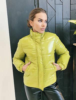 Яркая женская короткая демисезонная куртка с капюшоном