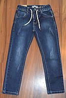 Темные джинсы с потертостями на резинке для мальчика