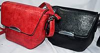 Женские молодежные клатчи из кожзама с клапаном 20*16 см (черный и красный)