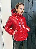 Красная женская короткая демисезонная куртка с капюшоном