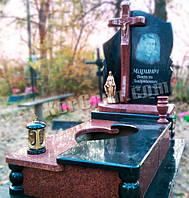 Элитный памятник с крестом из красного гранита с комбинированным надгробием (наша работа)