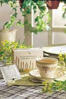 Чай из цветов алое с травами в ровном