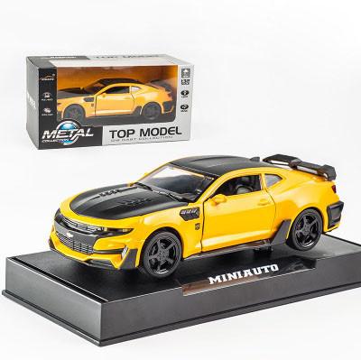 Модель автомобиля Chevrolet Camaro точная копия 1:32 со светящимися фарами и звуковыми эффектами мотора.