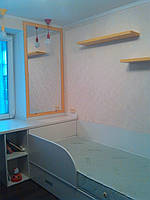 Кроватка для детской комнаты белая