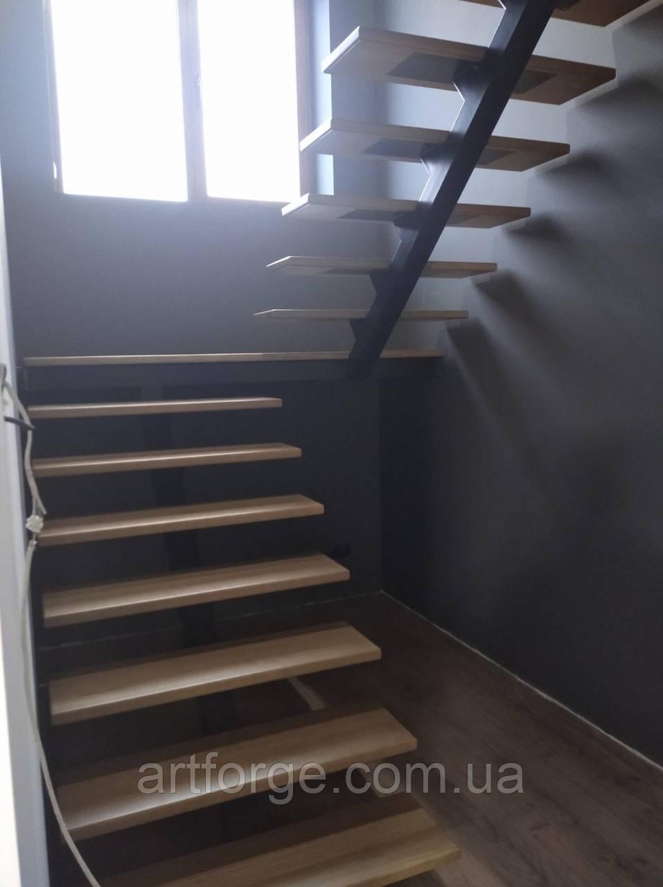 """""""П-образный"""" Каркас лестницы на центральном несущем косоуре"""