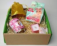 """Подарок девушке подарочный набор на 8  Марта """"Люблю"""" (носочки в банке, брошка сердечком, драже и пожелания)"""