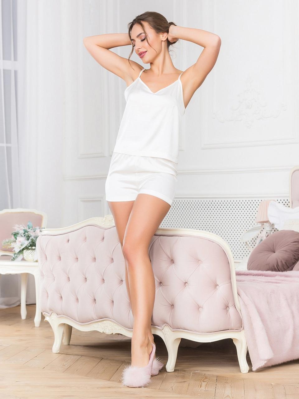 Біла піжама з коротким топом і шортами