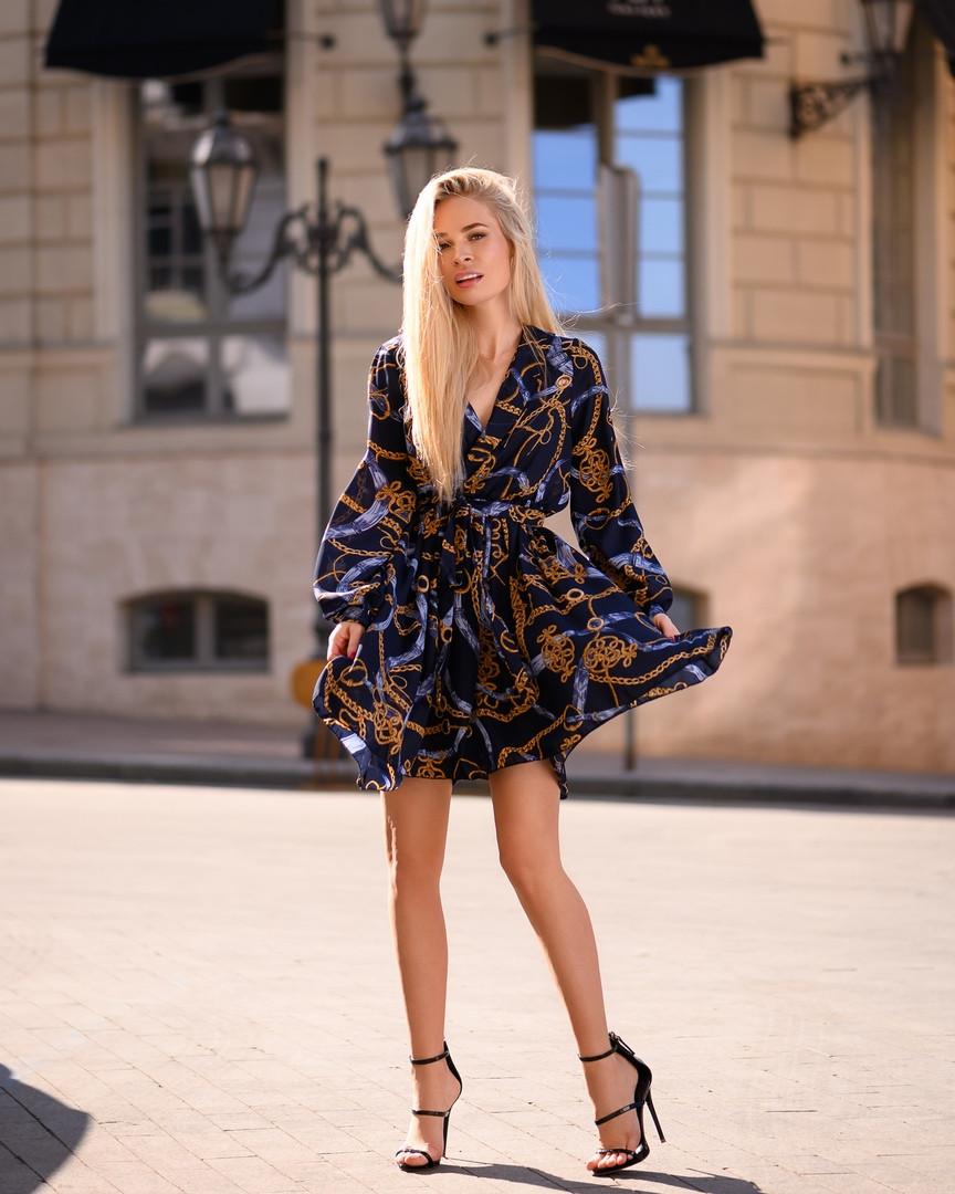 Стильное летнее платье, (40-46рр), принт цепи на темно-синем
