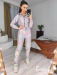 Спортивный женский костюм из плащевки хамелеон с укороченным бомбером 6605855Q, фото 2