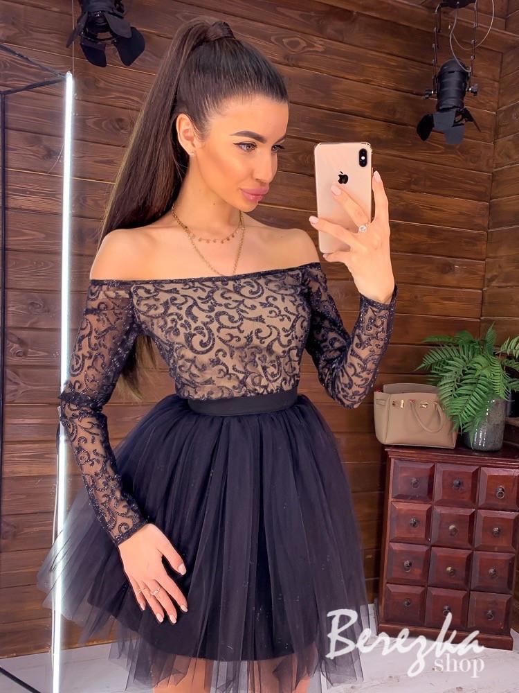 Короткое платье с фатиновой пышной юбкой и открытыми плечами 66py956Е