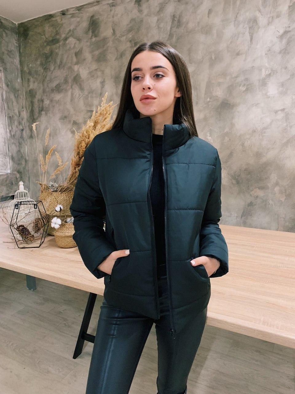 Женская короткая демисезонная куртка черная