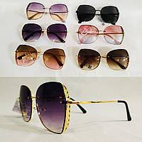 Солнцезащитные очки в оригинальной оправе. Модель 2020 г.