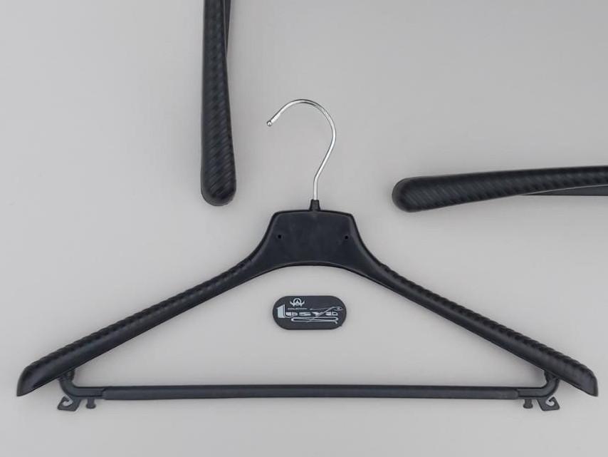 Плечики ВП42  черного цвета, длина 42 см