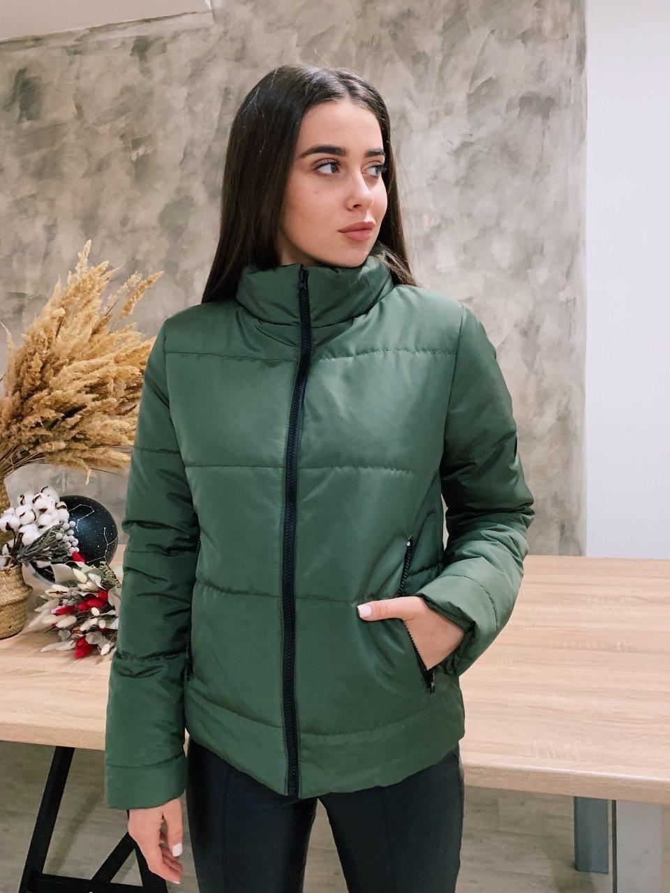Жіноча зелена демісезонна куртка без капюшона