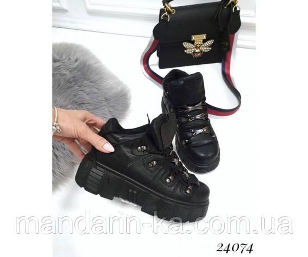 Женские кроссовки высокие на платформе со шнуровкой