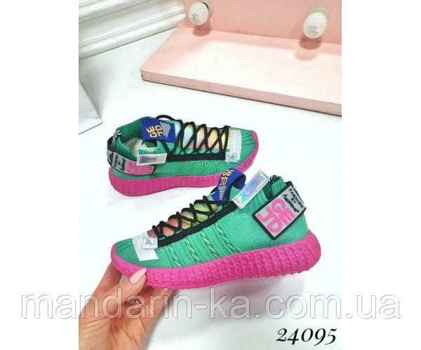 Разноцветные женкие кроссовки на шнуровке