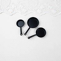 1:12 Миниатюра набор из трех сковородок, Ø 3 - 1.5 см, Черные