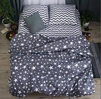 Красивый комплект полуторного постельного белья для всей семьи.