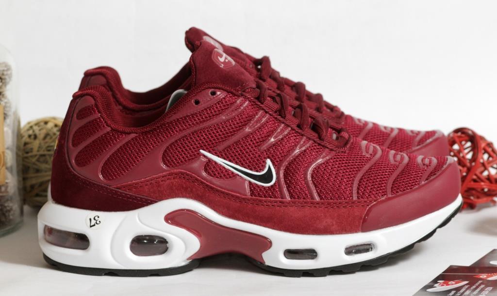 0377 Кроссовки Nike вишневого цвета. 39 размер - 24,5 см по стельке