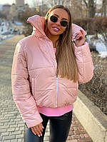 Лаковая короткая женская куртка цвета пудра