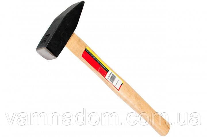 Молоток слесарный 1500г. с деревянной ручкой INTERTOOL HT-0221